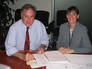 Bob Debus Minister for Environment signs the Lease Agreement